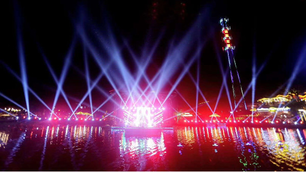 鹰皇科技承建成都网红火锅玛歌庄园户外实景灯光项目