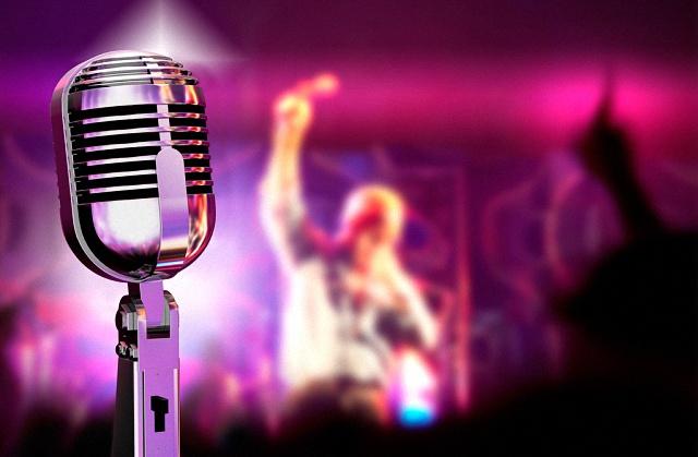 宴会厅音响系统同时使用多只话筒时如何使用反馈抑制器