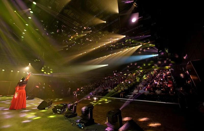 如何发挥舞台灯光最佳效果