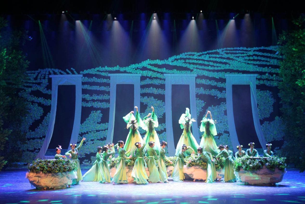 鹰皇知识分享:专业舞台灯光设备能为舞台表演呈现什么效果