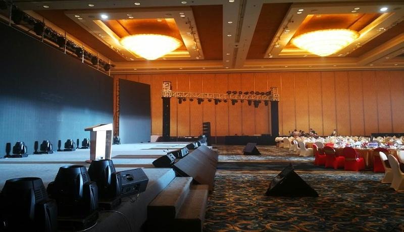 成都香格里拉酒店600人会议舞台搭建图