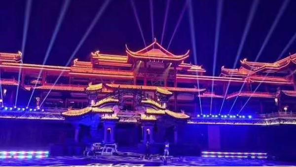 如何用舞台灯光音响来表达和烘托活动现场氛围