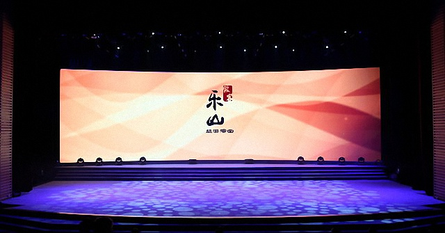 鹰皇科技助力《做客·乐山》舞台剧舞台音响灯光视频工程